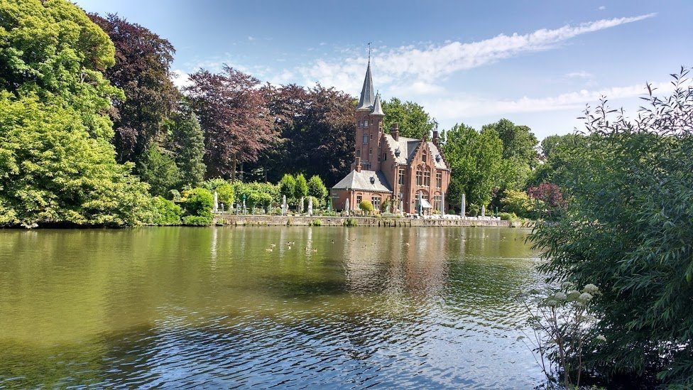 romantic Bruges - the beguinage lake